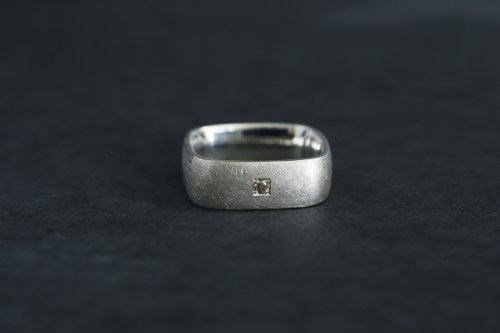 Syami + olive diamond ring