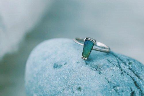 Spectrolite ring / B
