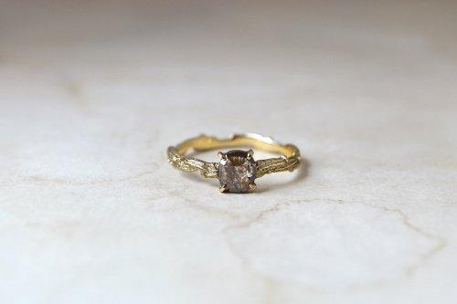 Meguru included diamond ring