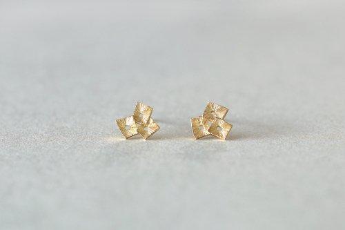 Akiraka earrings / K18