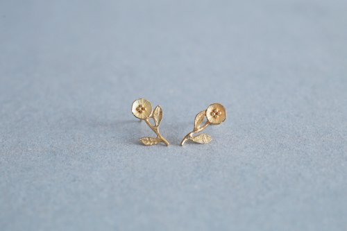 Petit flower earrings