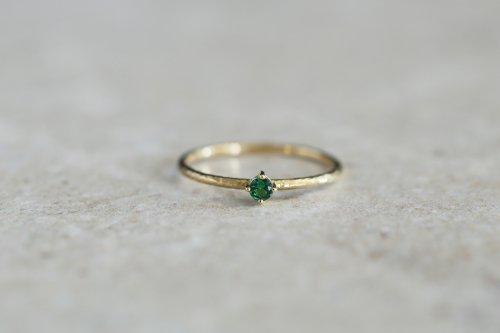 Twig ring + Green garnet