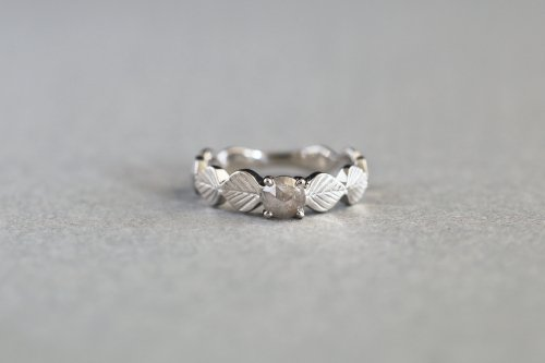 Leaf ring +rosecut fancycolor diamond ( gray ) / Pt900