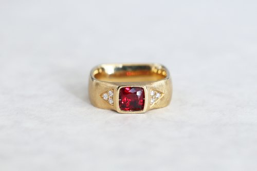 Syami ring + red spinel / K18