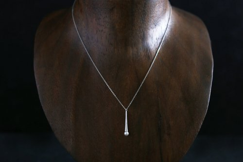 Raindrop pearl necklace