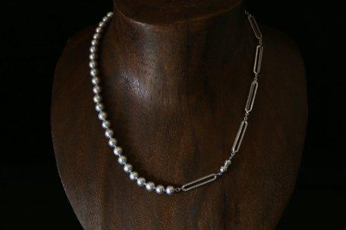 Original chain & pearl necklace / gray