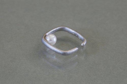 Syami ear cuff + pearl / Silver