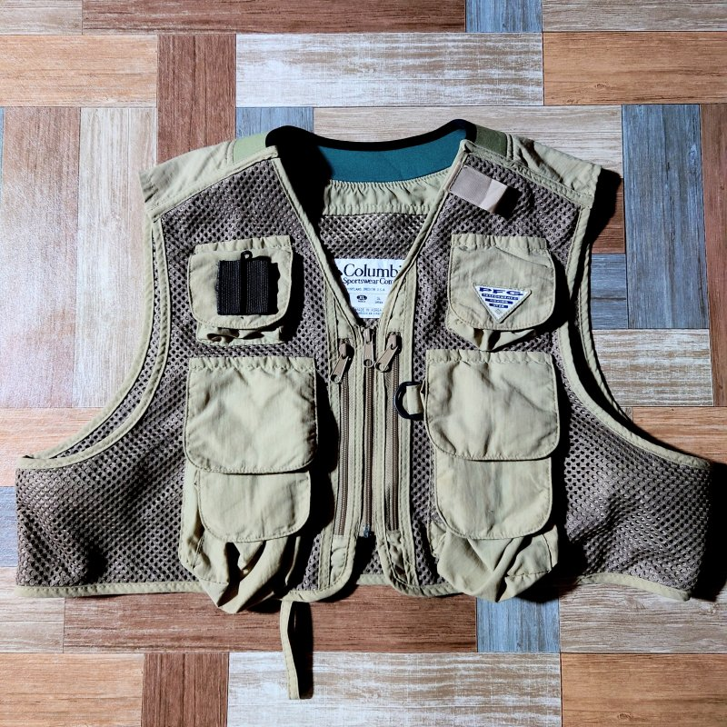 <img class='new_mark_img1' src='https://img.shop-pro.jp/img/new/icons6.gif' style='border:none;display:inline;margin:0px;padding:0px;width:auto;' />90's Vintage Columbia PFG メッシュ フィッシング ベスト カーキ (メンズ古着)
