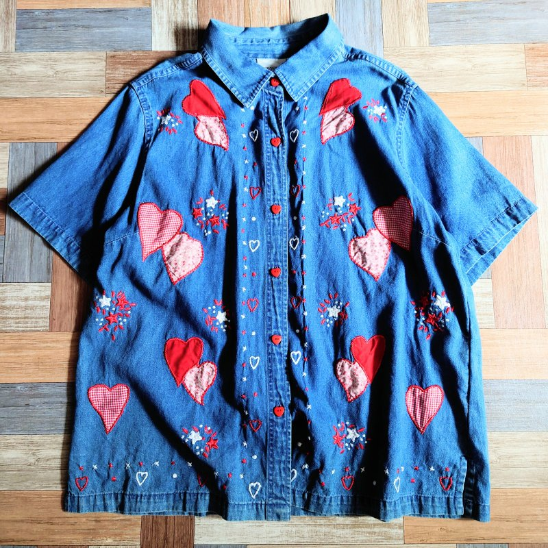 <img class='new_mark_img1' src='https://img.shop-pro.jp/img/new/icons15.gif' style='border:none;display:inline;margin:0px;padding:0px;width:auto;' />90's FASHION BUG デニム 半袖 シャツ ハート (レディース古着)