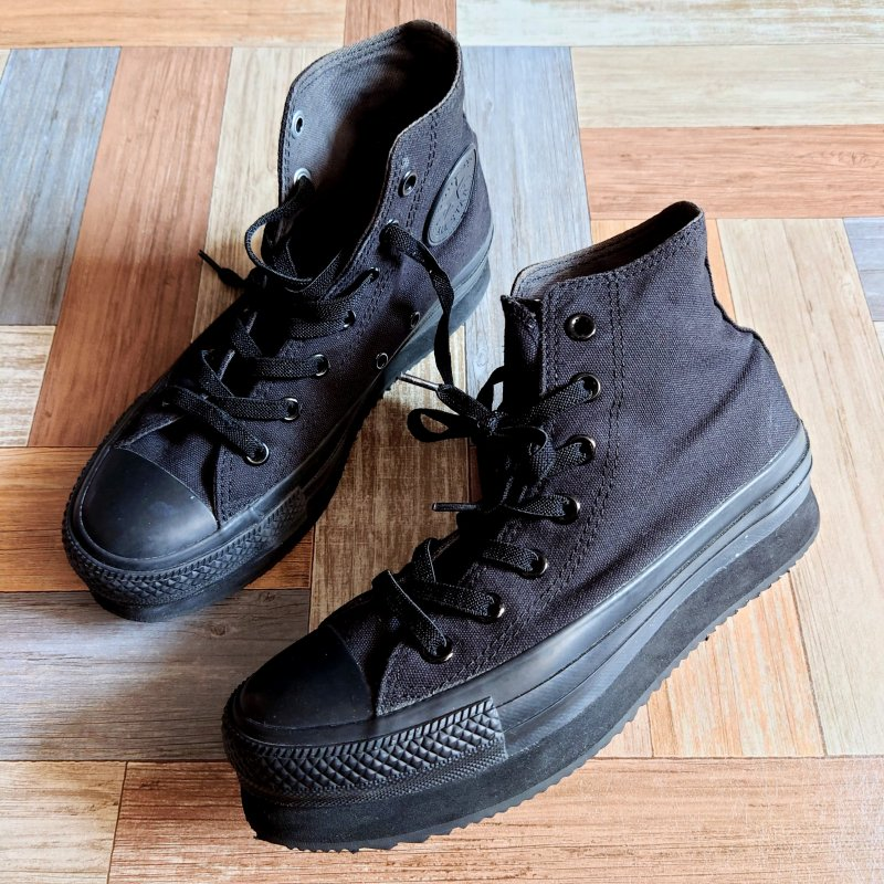 <img class='new_mark_img1' src='https://img.shop-pro.jp/img/new/icons13.gif' style='border:none;display:inline;margin:0px;padding:0px;width:auto;' />converse ALL STAR 厚底 スニーカー ブラック (レディース古着)
