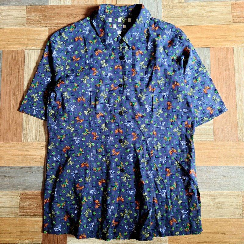 リボン柄 半袖 シャツ ネイビー (レディース古着)