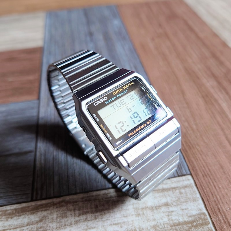 <img class='new_mark_img1' src='https://img.shop-pro.jp/img/new/icons6.gif' style='border:none;display:inline;margin:0px;padding:0px;width:auto;' />CASIO データバンク シルバーカラー (USED&VINTAGE)