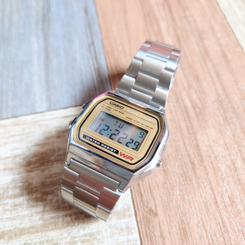 <img class='new_mark_img1' src='https://img.shop-pro.jp/img/new/icons6.gif' style='border:none;display:inline;margin:0px;padding:0px;width:auto;' />CASIO デジタル ウォッチ シルバーカラー (USED&VINTAGE)