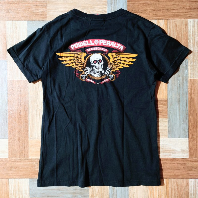 <img class='new_mark_img1' src='https://img.shop-pro.jp/img/new/icons6.gif' style='border:none;display:inline;margin:0px;padding:0px;width:auto;' />POWELL PERALTA Tシャツ ブラック (メンズ古着)