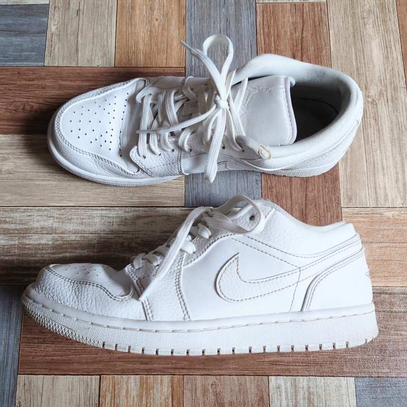 <img class='new_mark_img1' src='https://img.shop-pro.jp/img/new/icons6.gif' style='border:none;display:inline;margin:0px;padding:0px;width:auto;' />NIKE AIR JORDAN 1 LOW ホワイト (メンズ古着)