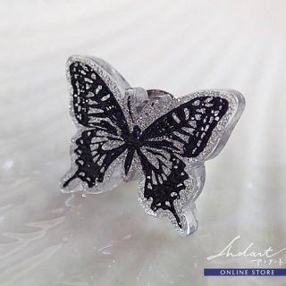 【 カノセカイ 】「 星の煌めきを放つ蝶 」/  Lapel Pin