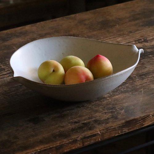 秋谷茂郎 リンゴ釉花弁鉢