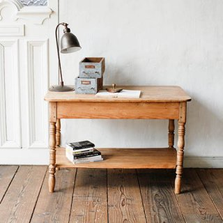 マダムの愛したソーイングテーブル
