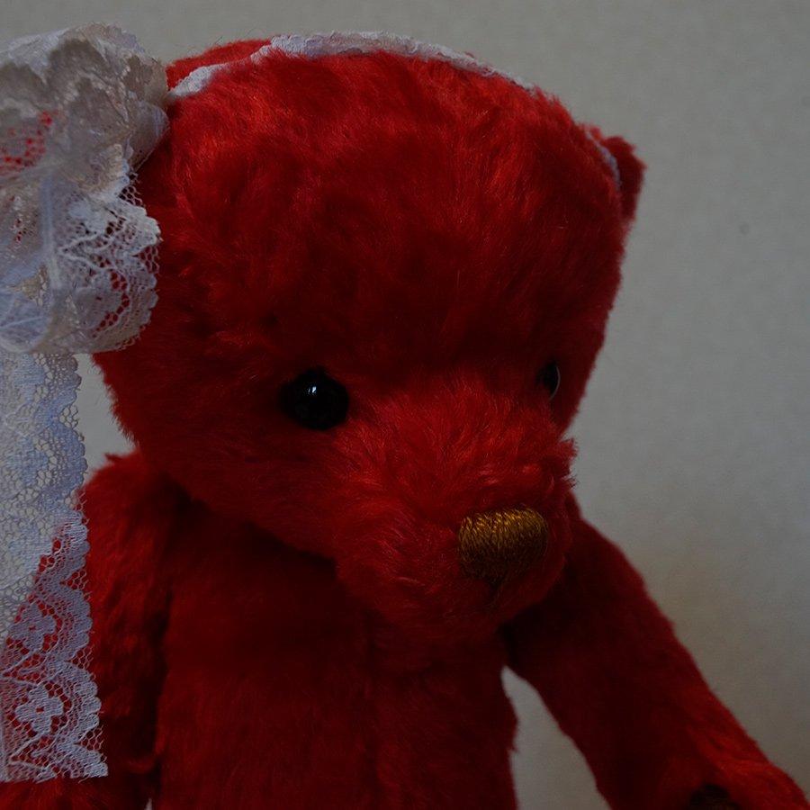 赤いテディベア