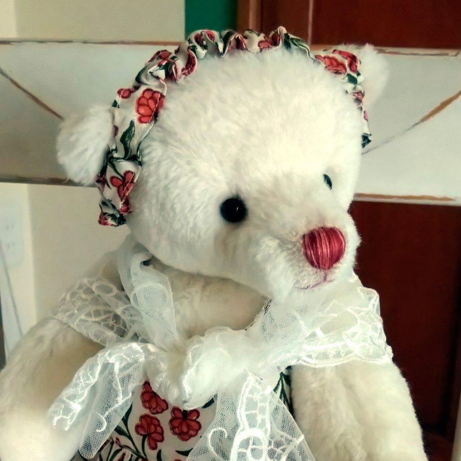 インド綿のワンピースを着たテディベア