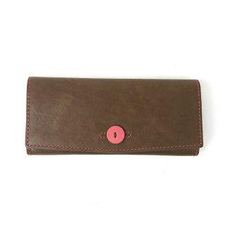 【リオ】発色のいいカラーのレザーを使ったボタンホール風デザインが可愛い財布<br> カブセ長財布