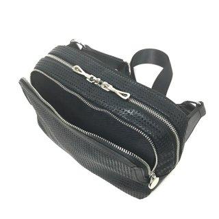 【パンチング】レザーバッグなのに軽量な多機能ボディバッグ<BR>横型ボディバッグ
