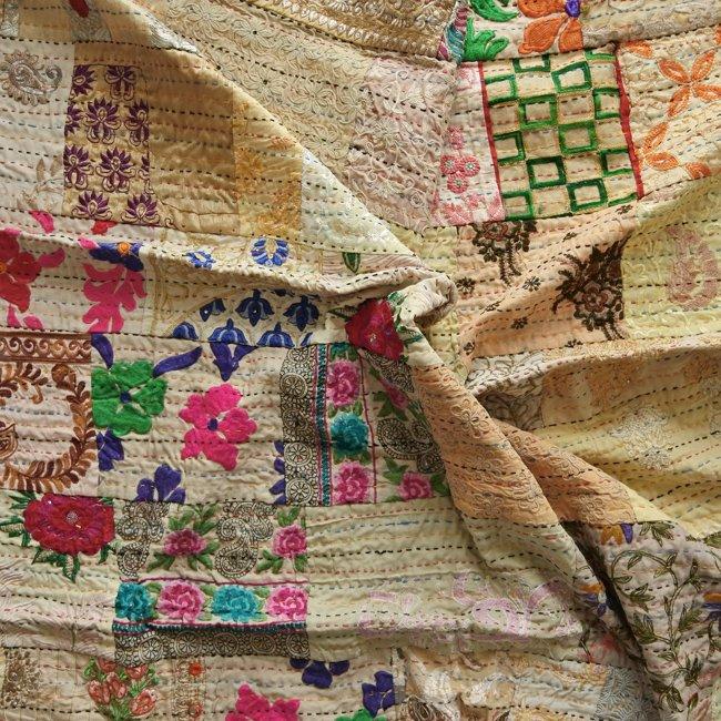 インド 刺繍 パッチワーク  刺し子 ベッドカバー ベージュ&クリーム系