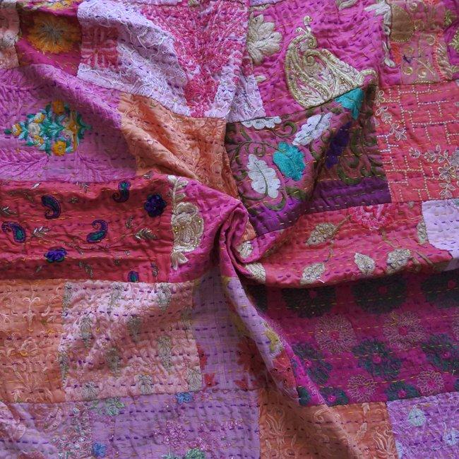 インド 刺繍 パッチワーク  ベッドカバー ピンク系 C