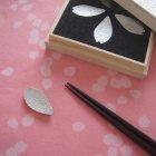 博鳳堂 炭谷三郎商店 錫 箸置き 桜(桐箱入・5個組)