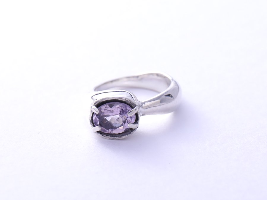 <img class='new_mark_img1' src='https://img.shop-pro.jp/img/new/icons8.gif' style='border:none;display:inline;margin:0px;padding:0px;width:auto;' />Amethyst Ring C