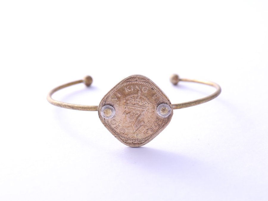 <img class='new_mark_img1' src='https://img.shop-pro.jp/img/new/icons8.gif' style='border:none;display:inline;margin:0px;padding:0px;width:auto;' />Old Coin Bangle