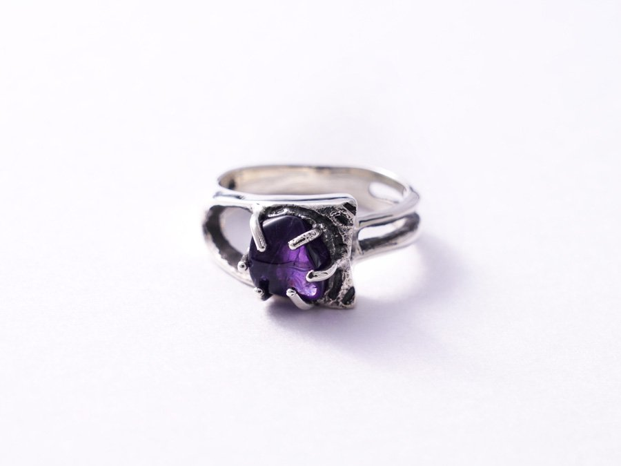 <img class='new_mark_img1' src='https://img.shop-pro.jp/img/new/icons8.gif' style='border:none;display:inline;margin:0px;padding:0px;width:auto;' />Amethyst Ring D