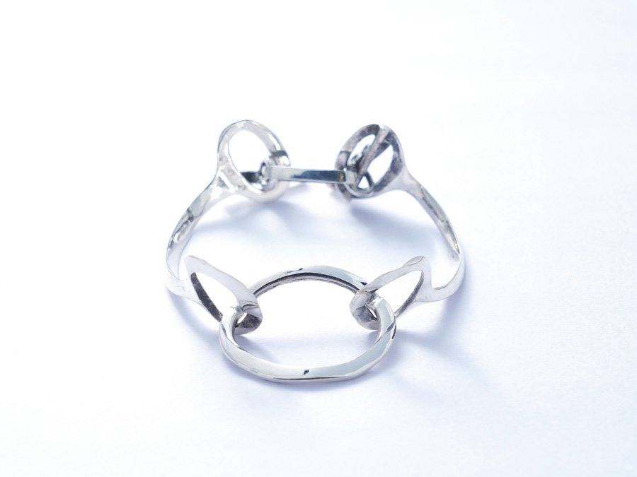 <img class='new_mark_img1' src='https://img.shop-pro.jp/img/new/icons8.gif' style='border:none;display:inline;margin:0px;padding:0px;width:auto;' />Oval bracelet