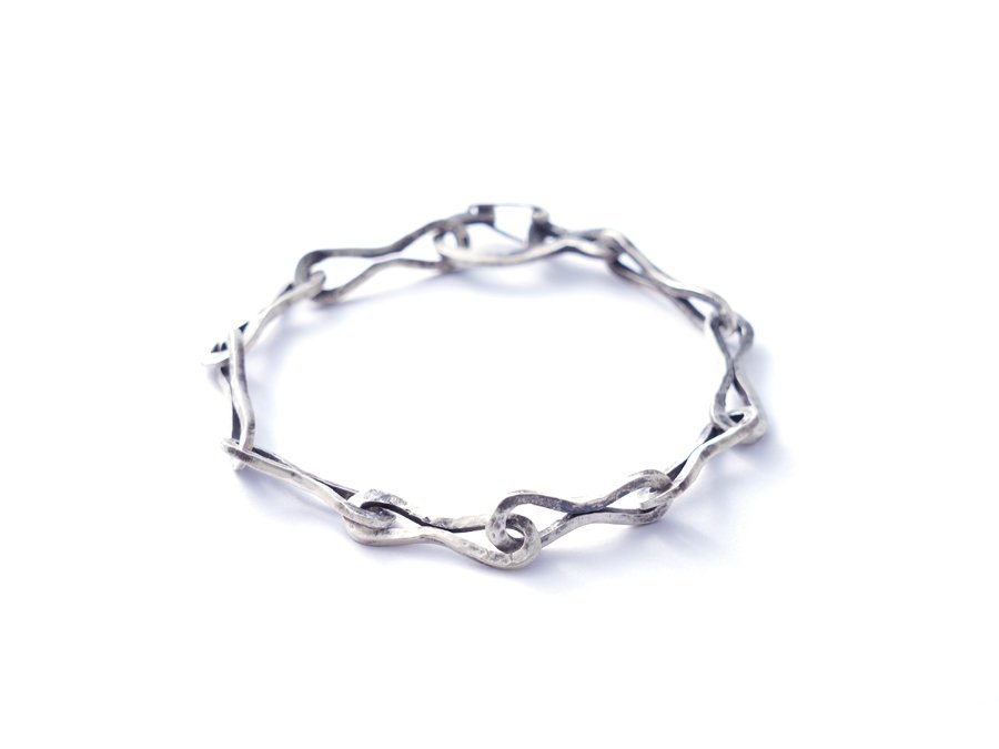 <img class='new_mark_img1' src='https://img.shop-pro.jp/img/new/icons8.gif' style='border:none;display:inline;margin:0px;padding:0px;width:auto;' />Silver bracelet