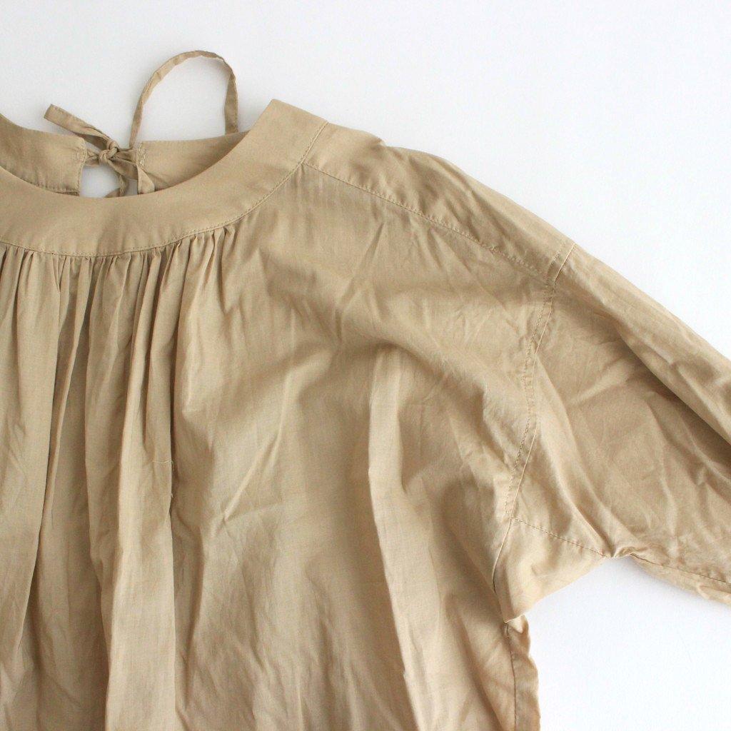 静寂の滴り GATHERED ROUNDNECK YOKE DRESS #ライトベージュ [TLF-122-op001-B]