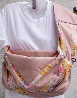 商品型番 R10106 薄く渋いピンクに柄             推奨体重の目安 〜約13kg位まで