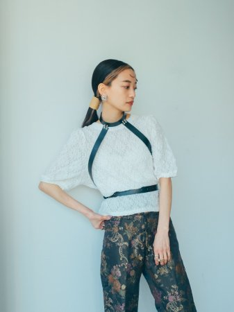 Flower Lace Puff Sleeve Tops / White, Black