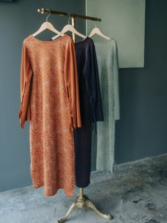<img class='new_mark_img1' src='https://img.shop-pro.jp/img/new/icons38.gif' style='border:none;display:inline;margin:0px;padding:0px;width:auto;' />MARTE Reversible Nature Line Knit Dress
