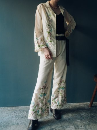 Flower Embroidery Ivory colored Set-up