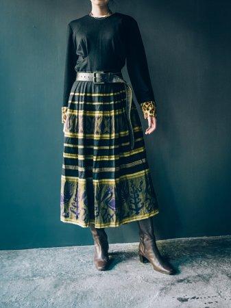 Volume Tuck Skirt