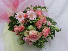 ■ピンクバラのキュートな花束