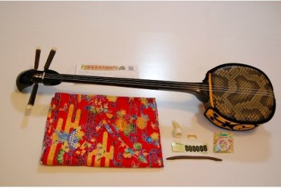 三線(人工皮・約80cm)セット【選べる紅型袋+消音ウマ+女弦付き】