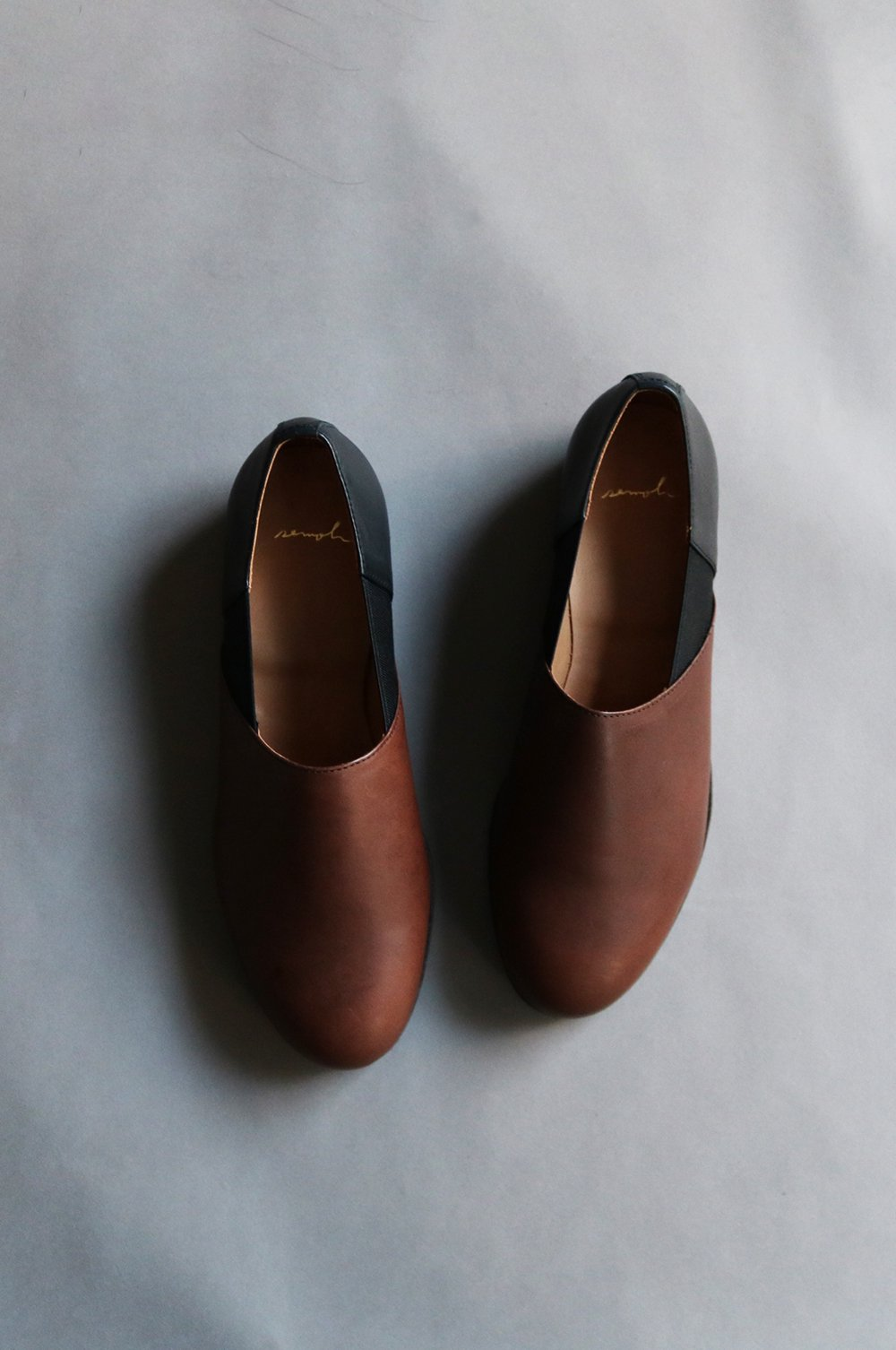 Leather slip on (WOMEN)