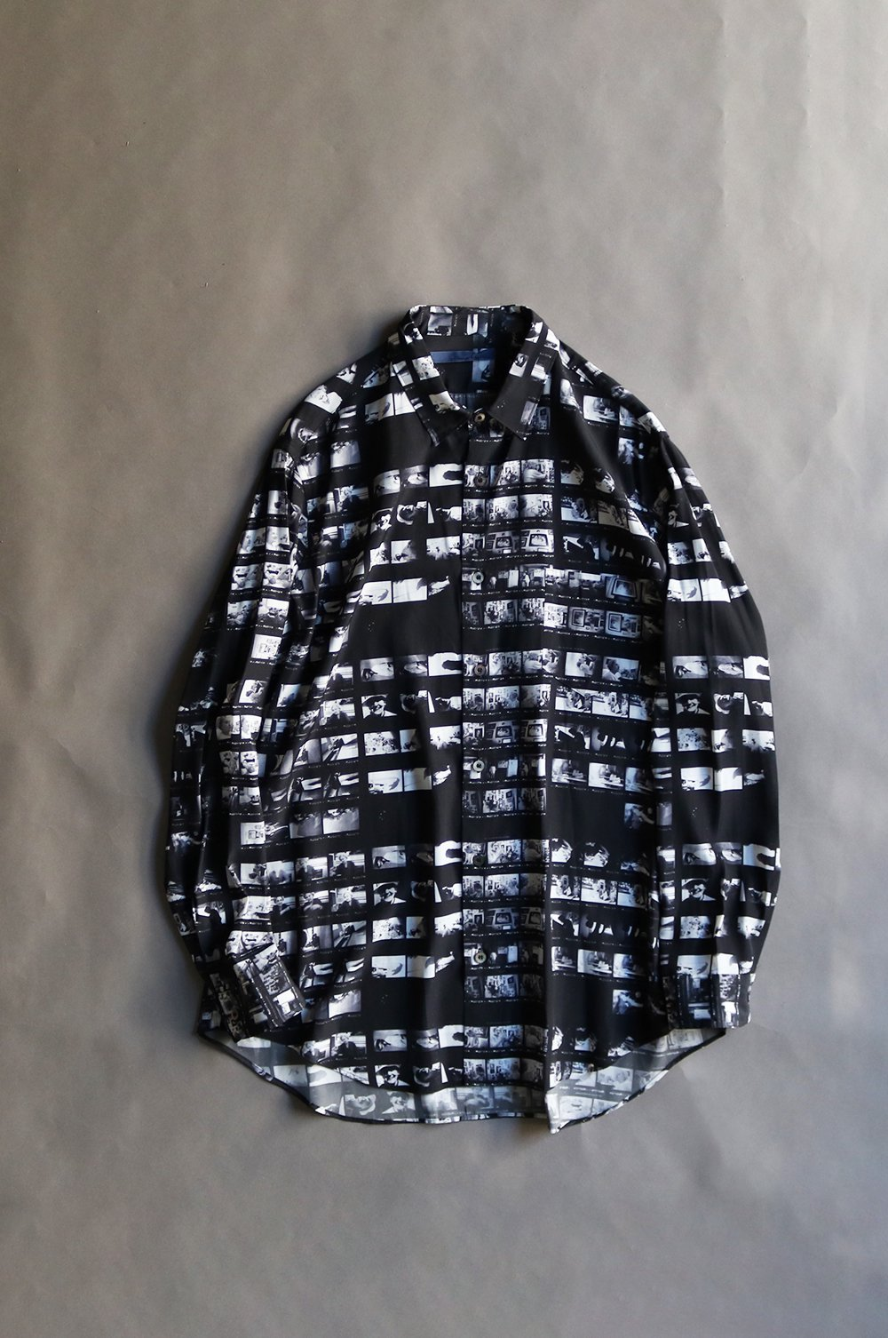 Film tape printed gather shirt