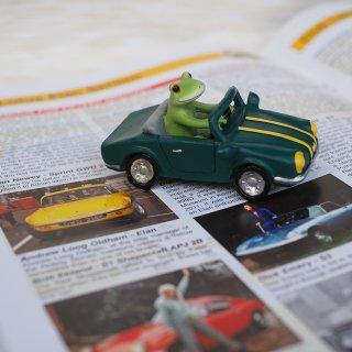 コポー Copeau オープンカーにのるカエル