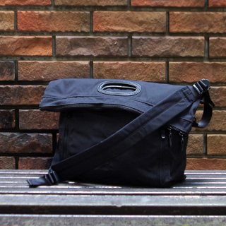 <img class='new_mark_img1' src='https://img.shop-pro.jp/img/new/icons59.gif' style='border:none;display:inline;margin:0px;padding:0px;width:auto;' />AMIACALVA(アミアカルヴァ) / Gabardine Paper bag black /  2way ショルダーバッグ