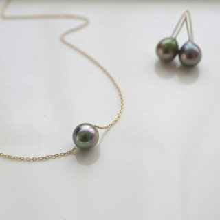 Small Tahitian Pearl necklace K18