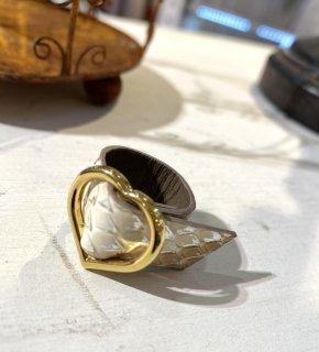 CHIAVI D'ORO (キアーヴィドォーロ) ダイヤモンドパイソンゴールドハートリング カラー : パンナコッタ+プラチナ箔