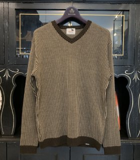 <img class='new_mark_img1' src='https://img.shop-pro.jp/img/new/icons14.gif' style='border:none;display:inline;margin:0px;padding:0px;width:auto;' />STRIPE - V NECK SWEATER