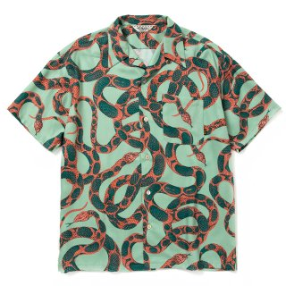 <img class='new_mark_img1' src='https://img.shop-pro.jp/img/new/icons14.gif' style='border:none;display:inline;margin:0px;padding:0px;width:auto;' />Allover snake pattern S/S shirt -  21SS051